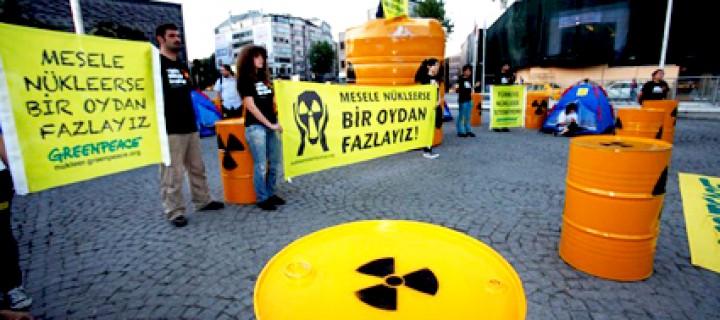 Taksim'de Nükleere Karşı Direniş Başladı