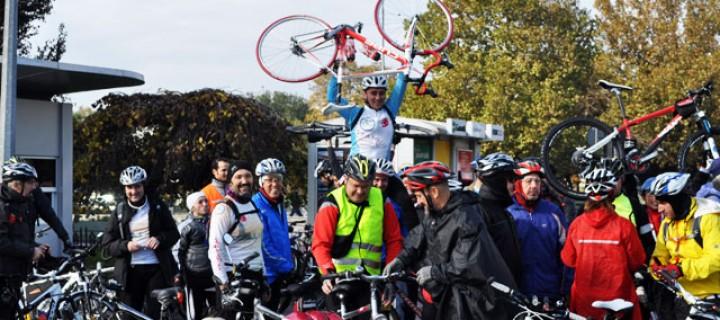 Bisikletliler İstanbul Belediyesi Önünde Eylem Yaptı