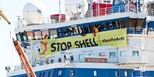 Greenpeace Eylemcileri Shell'in Gemisini Durdurdu