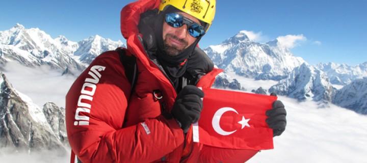 Tunç Fındık 'Dağların Dağı' K2'nin Zirvesinde!