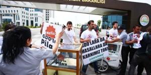 Bakan Mehdi Eker'in İştahını Kaçıran GDO Eylemi