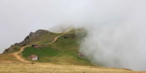 Duman Gelur Dağın Eteklerine