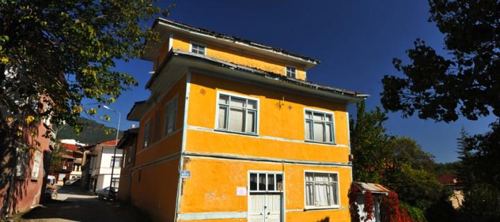Sarı Ev