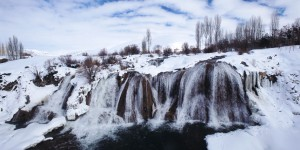 Muradiye Şelalesi Karlar Altında