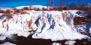 Muradiye Şelalesi Buz Tutmuş